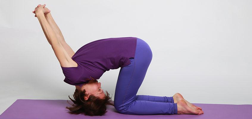 Упрощенная поза йоги со стойкой на голове